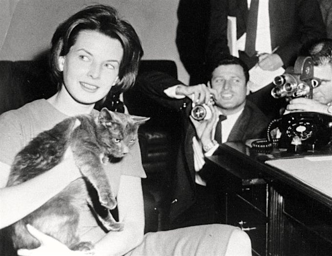 Pamela Turnure, First Lady Jacqueline Kennedy's press secretary, introduces the press to Tom Kitten, Jan. 24, 1961. Photo: Abbie Rowe/White House, courtesy John F. Kennedy Presidential Library and Museum.